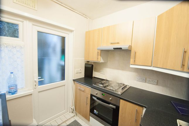 Thumbnail Flat to rent in The Crescent, Hayes