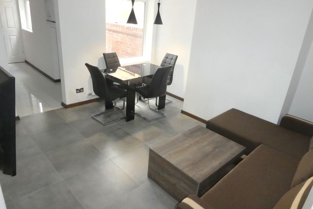 Thumbnail Terraced house to rent in Upper West Grove, Manchester