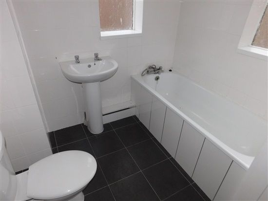 Bathroom of Island Road, Barrow In Furness LA14