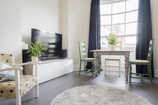 Thumbnail Flat to rent in Regency Square, Brighton