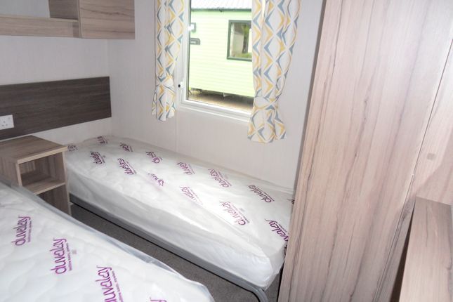 Bed 3 of Silverhill Holiday Park, Lutton Gowts, Lutton, Spalding, Lincolnshire PE12