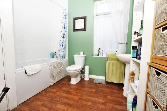 Bathroom of Cragg Street, Bradford BD7