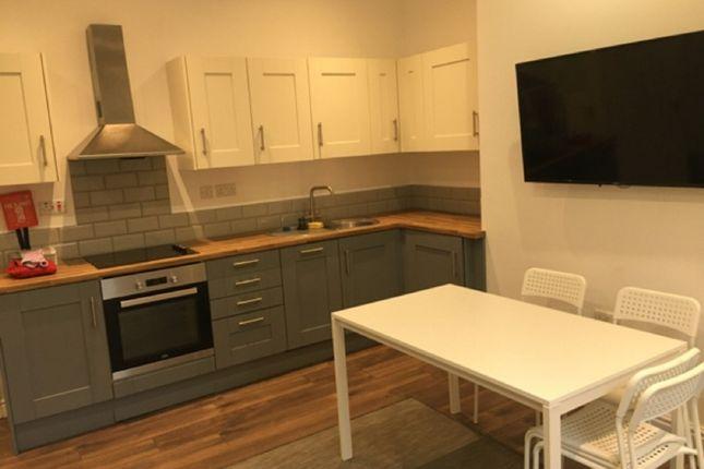 3 bed flat to rent in Queen Square, Leeds LS2