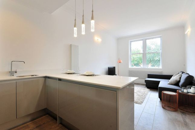 Thumbnail Flat for sale in Newlands Park, Penge
