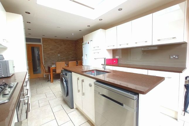 5 bed semi-detached house to rent in Vallance Road, London E1