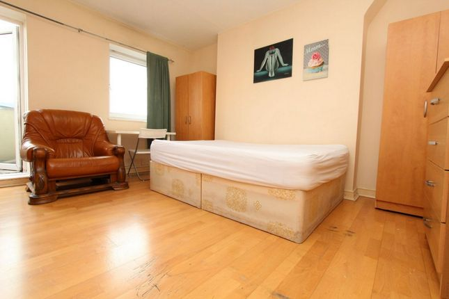 Room to rent in Redclyf House, Cephas Street, Bethnal Green