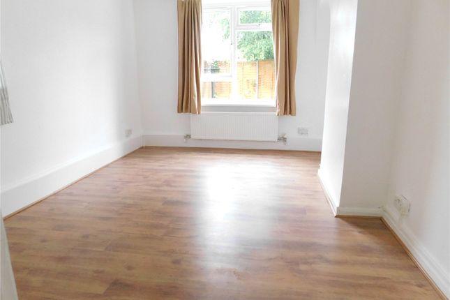 2 bed maisonette to rent in Farmstead Road, Bellingham SE6