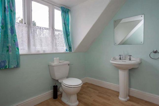 Bathroom of 5 Cecil Lodge, Spa Road, Llandrindod Wells LD1