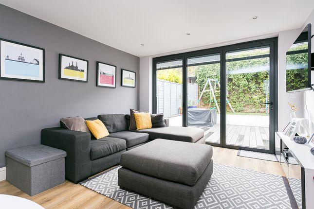 Thumbnail Flat for sale in Sternhold Avenue, London