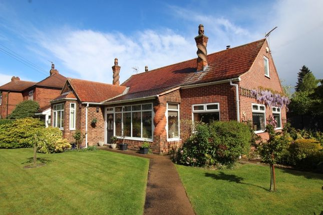 Thumbnail Bungalow for sale in Crossways, Wheatley Hills, Doncaster