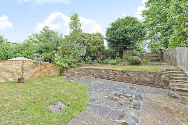 2 bed flat for sale in Ardmay Gardens, Surbiton