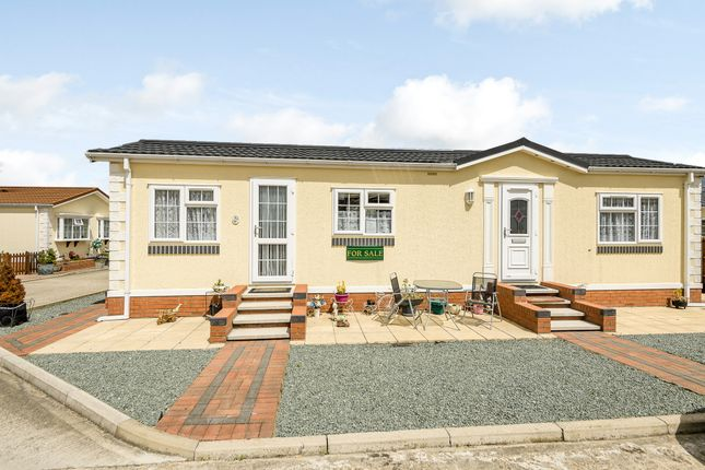 Thumbnail Mobile/park home for sale in Redhill Park, Thetford