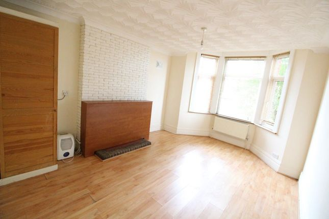 Flat to rent in Russell Rise, Luton