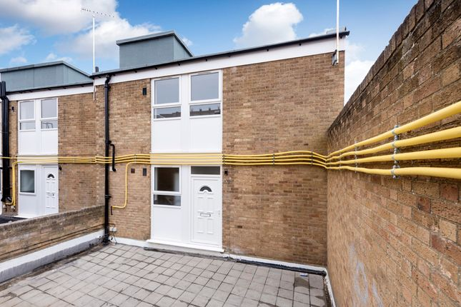 Thumbnail Shared accommodation to rent in Eastmead, Farnborough