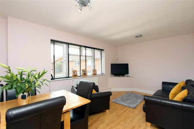 Thumbnail Flat for sale in Parnell Close, Abbots Langley