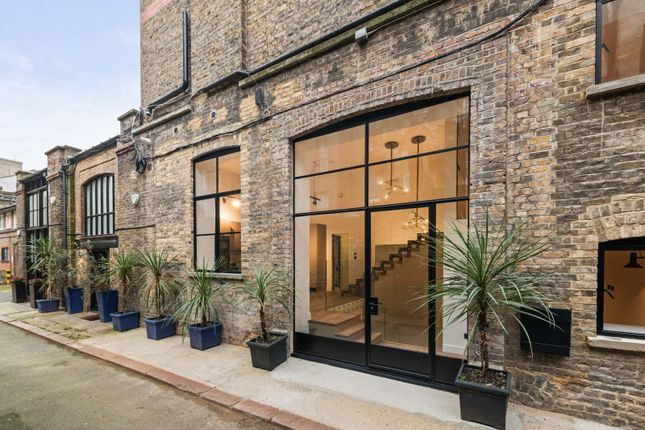 2 bed detached house to rent in Barnaby Place, South Kensington, London SW7