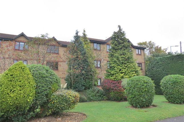 Thumbnail Flat for sale in Courtlands Close, Watford, Hertfordshire