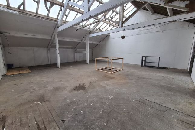 First Floor of City Road, Bradford BD8