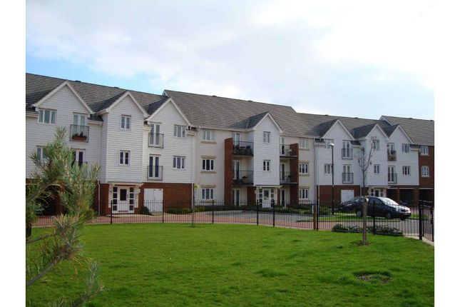 Thumbnail Flat to rent in Sherwood Avenue, Aylesford