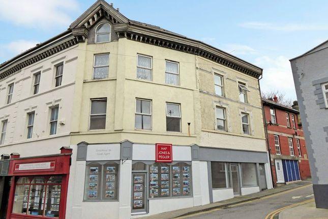 Thumbnail Flat for sale in South Penrallt, Caernarfon