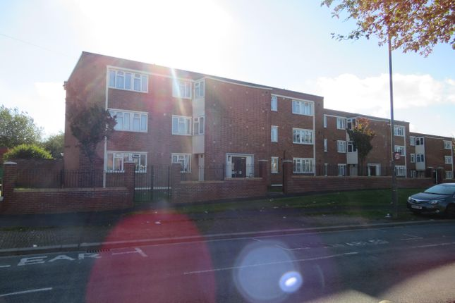 Thumbnail Flat to rent in Gill Avenue, Fishponds, Bristol