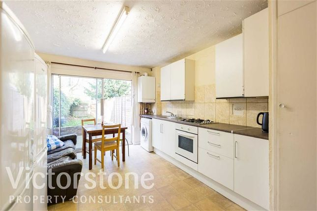 Thumbnail Town house to rent in Chambord Street, Shoreditch, London