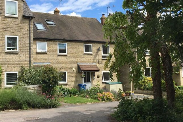 Thumbnail Terraced house for sale in Hatch Way, Kirtlington, Oxfordshire