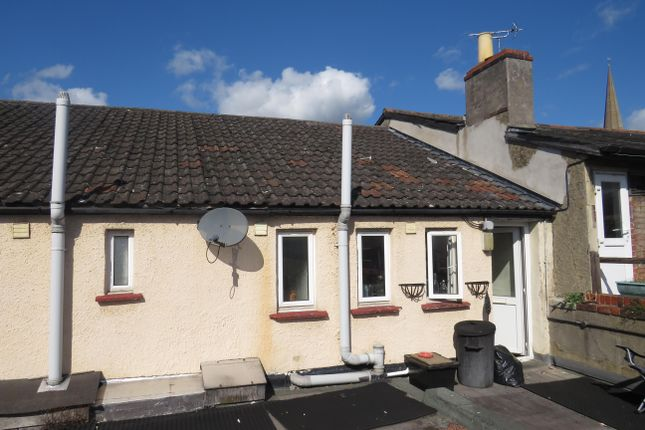 Thumbnail Flat to rent in New Road, Chippenham
