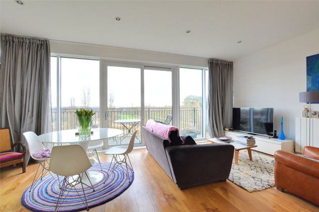 Thumbnail Flat to rent in Campbell Court, 35 Meadowside, London