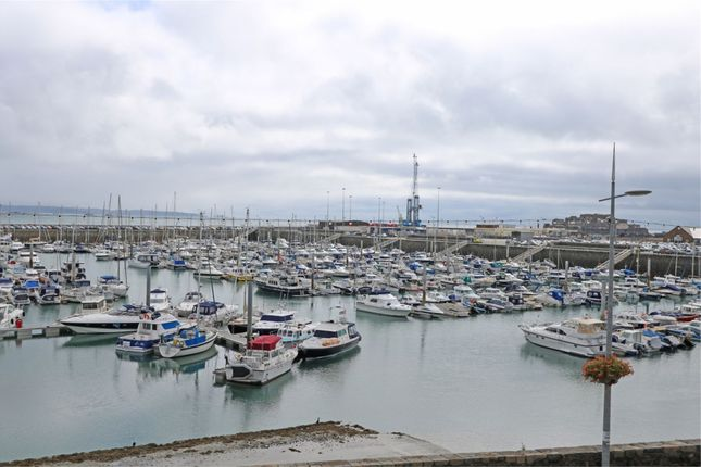 Thumbnail Flat to rent in Apartment 3, 26 Glategny Esplanade, St Peter Port