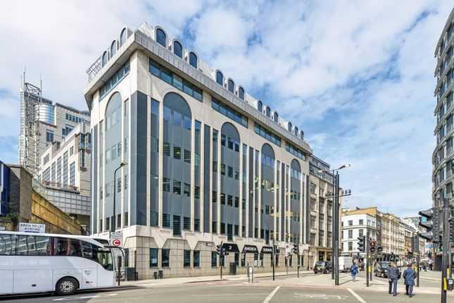 Office to let in 2 America Square, London