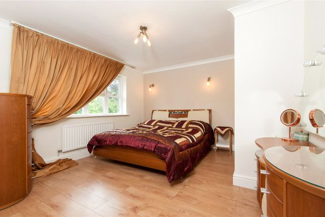 Picture No. 07 of Orchard End, Weybridge, Surrey KT13