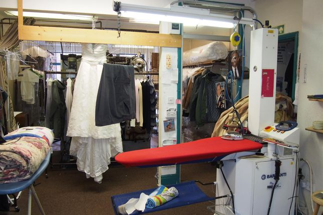 Photo 2 of Launderette & Dry Cleaners LN10, Lincolnshire