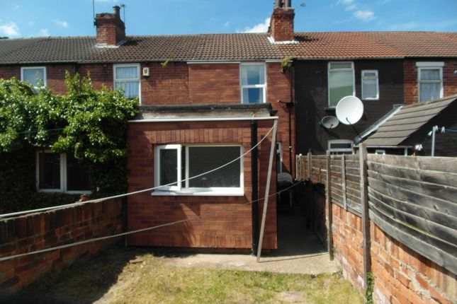 Thumbnail Terraced house to rent in Dockinhill Road, Doncaster