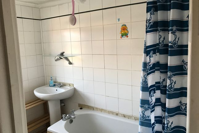 Thumbnail Flat to rent in Old Road, Clacton-On-Sea