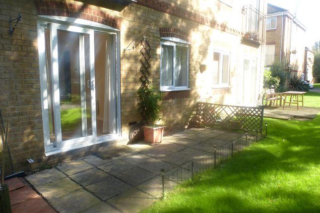 Thumbnail Flat to rent in Swan Mead, Apsley, Hemel Hempstead