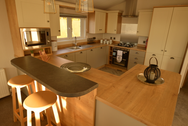 All Finished To A Superb Standard. The Willerby Heathfield Is Perfectly Suited For Entertaining Your Friends And Family With All The Kitchen Appliances You Would Find At Home Including Gas Hob