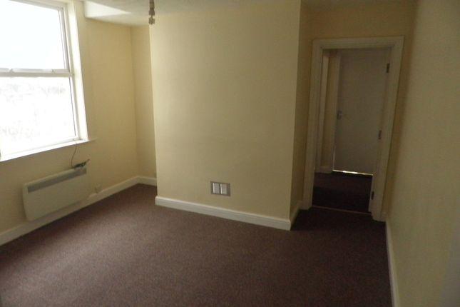 Thumbnail Flat to rent in Warren Road, Flat 2, Rhyl