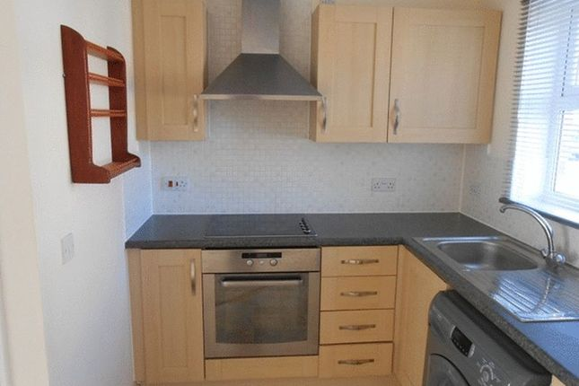 Thumbnail Flat to rent in Buzzard Road, Calne