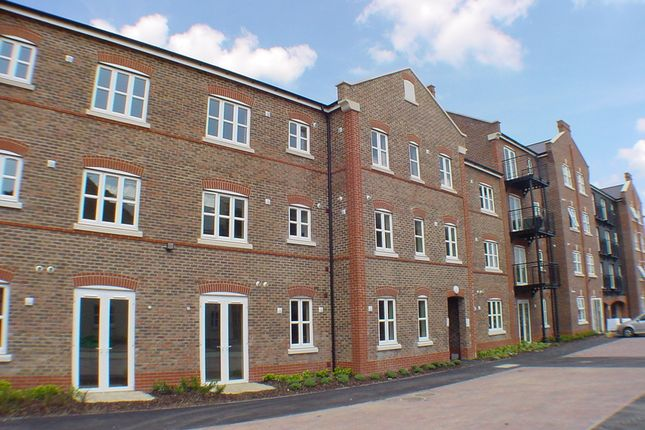 Thumbnail Flat to rent in Summers House, Aylesbury, Buckinghamshire