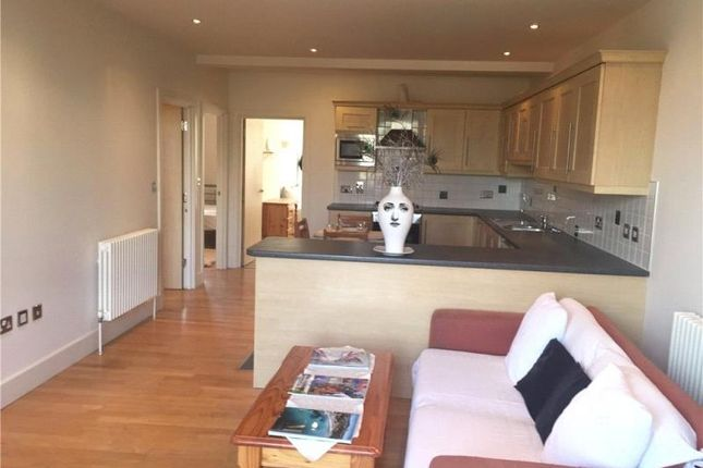 3 bed flat to rent in Grosvenor Terrace, London