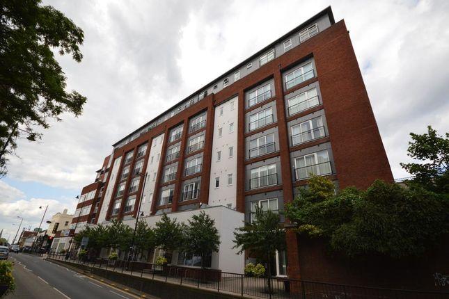 Thumbnail Flat to rent in Manor Road, Wallington