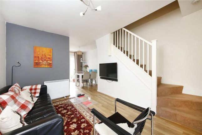 Thumbnail Property to rent in Thames Circle, Isle Of Dogs, London