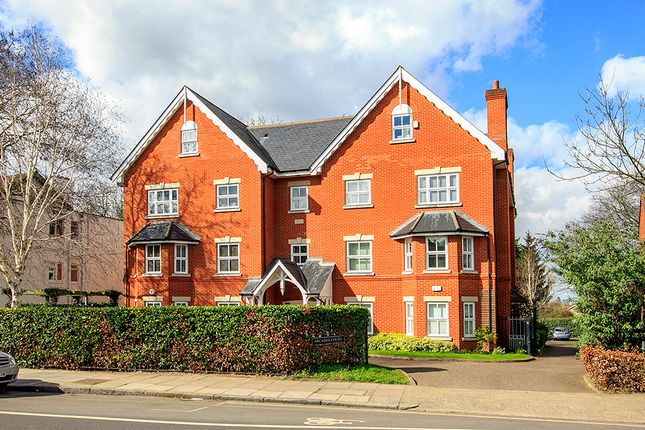 3 bed flat to rent in 208 Sheen Road, Richmond