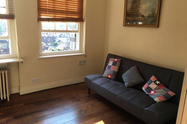 2 bed flat to rent in Queensway, London
