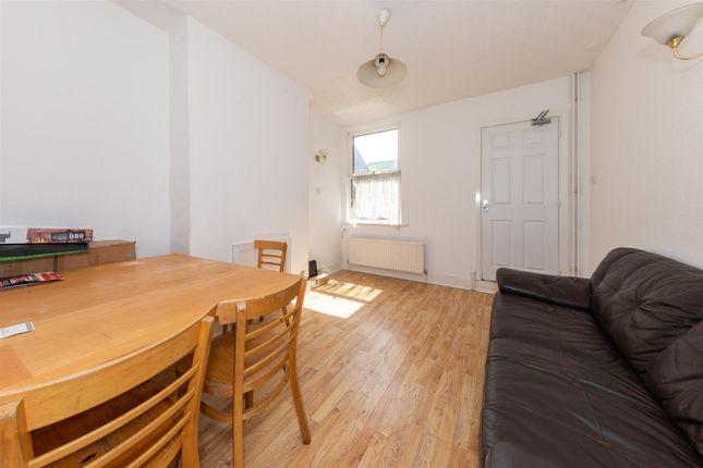 Dining Room of Kingsland Road, Luton, Bedfordshire LU1