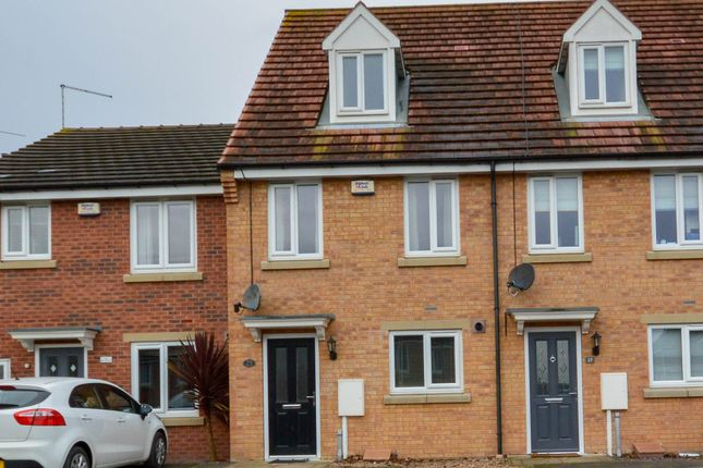 Thumbnail Town house to rent in Deepwell Mews, Halfway, Sheffield