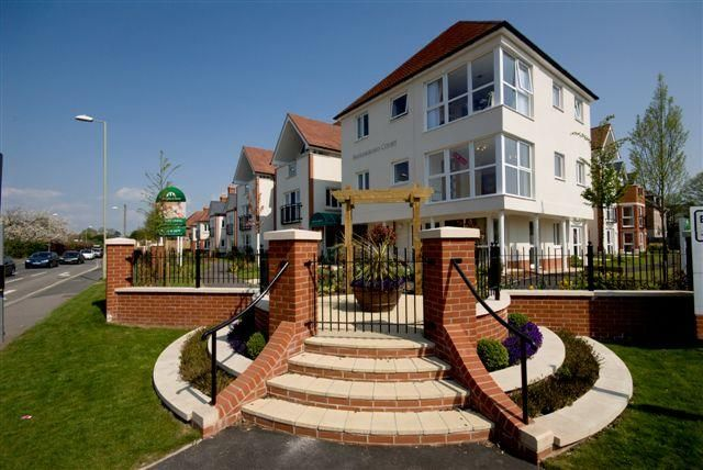 2 bed flat for sale in Farringford Court, Avenue Road, Lymington, Hampshire SO41