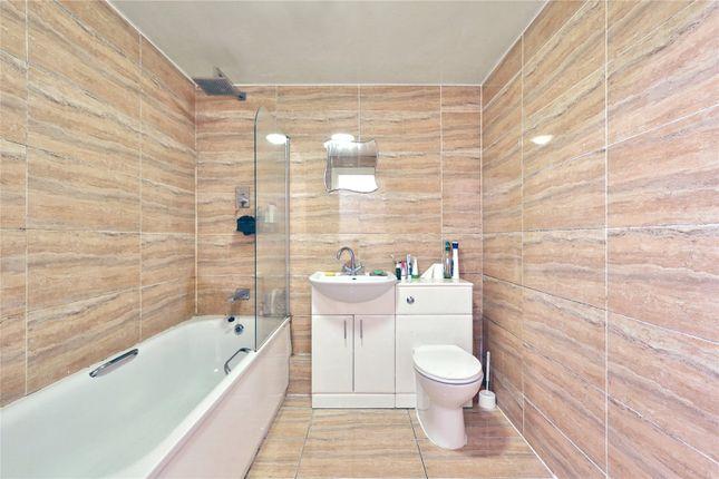 Bathroom of 2A Palmers Road, London E2