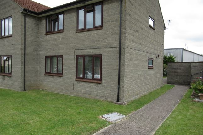 1 bed flat to rent in Durston Close, Street BA16